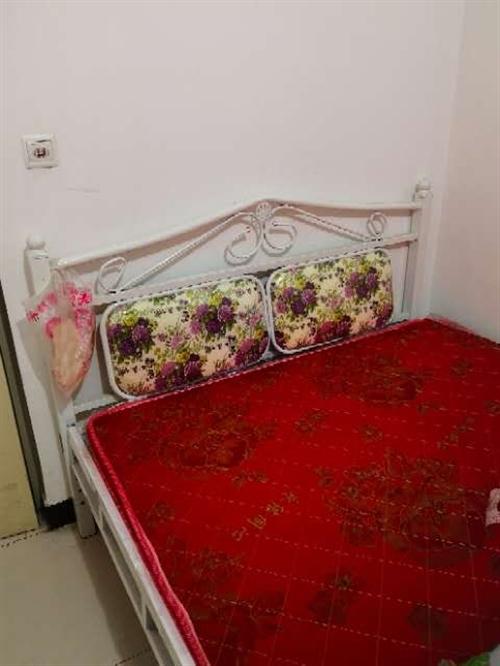 新床1.5米的双人床,带床垫