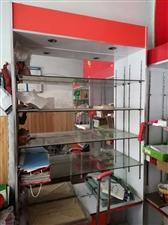 本人有三个玻璃柜,因拆迁便宜处理,有需要的电话联系:18110737971