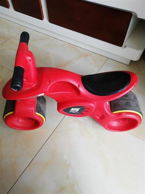 小孩坐的蹬踏车,颜色拉风,很好用,适合2-5岁孩子玩耍,需要的联系我。