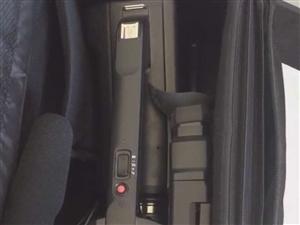 低价出售  摄像机     小相机   送三脚架     家中有事急需用钱 有意者联系微信 s...