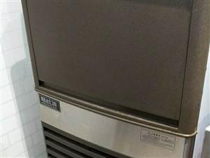本人出售奶茶店设备一套(制冰制46J,单屏点餐机,果糖定量仪,双缸炸炉,冰淇淋机,华夫炉,暴风雪机等...