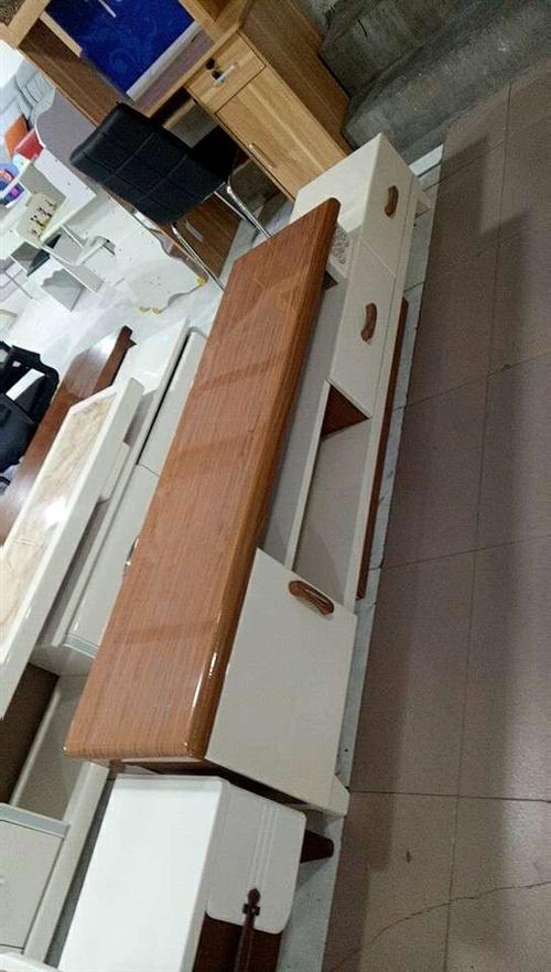 本人有电视柜低价澳门金沙注册,全新的没用过,尺寸长2米宽40,有意者联系哦