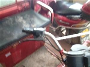 电动三轮车一辆较旧,5电瓶,力大,但可正常使用,现闲置出售,价800元。