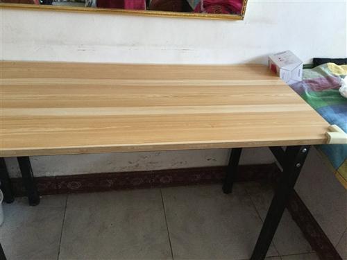 现有9成新桌子3张,联系电话13916642545