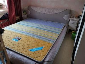 四年前買的6000多的床,1.8米,一點沒損壞,因為想換窄點的床才放得下嬰兒床,賤買!