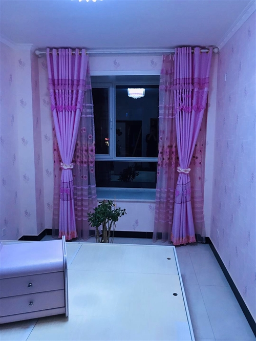 窗帘,床头和床,有意者联系15709375450