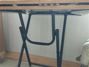 家里99新的一个方圆两用折叠饭桌!买来一直闲置,吃灰!有需要的直接联系!