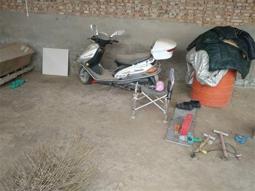 出售豪爵悦星踏板摩托车,八成新跑11000外出打工无人开