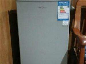 美的小冰箱一台