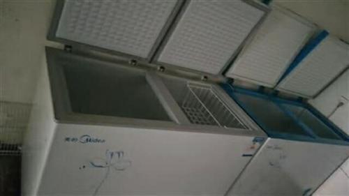美的冰柜2个九成新有意者请联系:13513787917