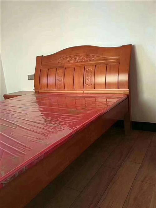 两张二手1.8米床,便宜处理,适合出租房,或客房
