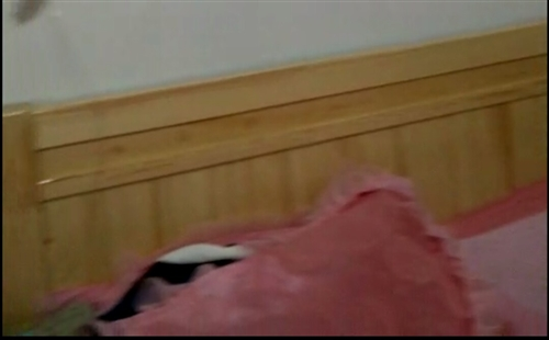 一米五的木頭新床加厚墊子,用了不到20天由于工作原因不在平川長住,房東要收房有需要的可以聯系我價格絕...