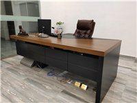办公家具17件套,其中办公椅10张,老板椅一张,办公沙发一张,4人位办公桌一张,会议桌一张,老板桌一...