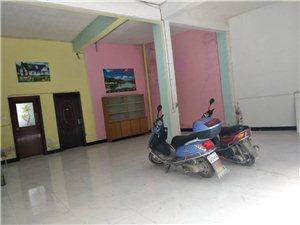 新强发车站后面1室 0厅 1卫面议