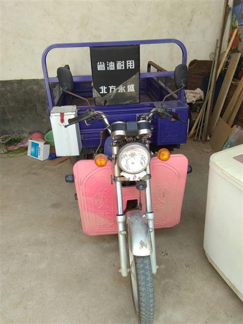 出售北方永盛洛嘉機器110三輪摩托車一輛,車身長1.7米,寬1.2米,帶高低檔,八成新,車況好,有意...