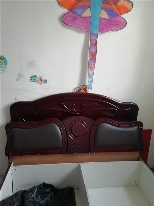 搬家出售闲置物品床电视柜热水器等 床头50赠床箱 单人床1米9*800宽50 角铁木板床2米×1米5...