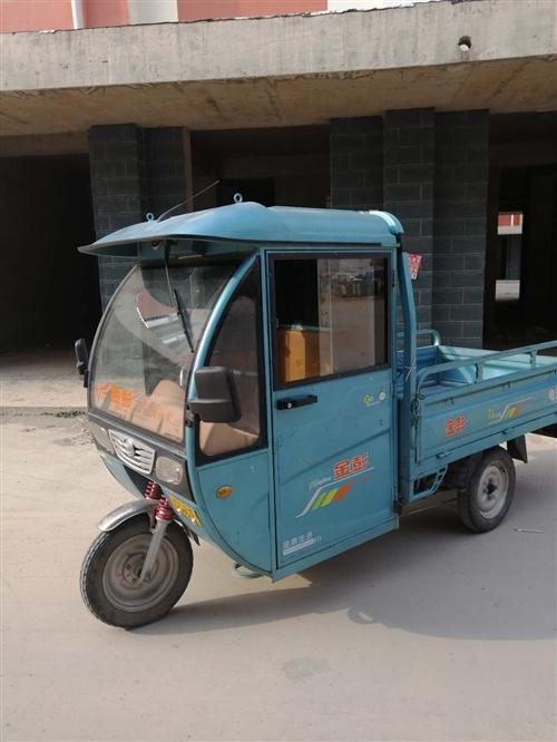 金鹏电动三轮车,车龄两年半,带助力,车厢宽一米二左右,长一米五左右!大电瓶!电瓶新的不到一月!