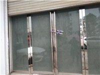 高档钢化玻璃门,花了6000多块钱,用了一个多月,现在店不开了放在那里没什么用所以便宜转让,门宽3....