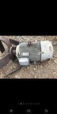 求购,厂矿里各种型号旧电机,回收旧机器设备锅炉变压器和发电机组等闲置物品。