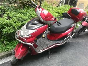 小刀电动摩托车,平时少用,成色新,车况好,手续齐全,现出去打工急需处理。