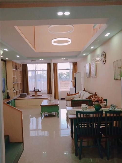 鸿坤小区63平二手房可过户,房本下来满五年,靠近高铁站,交通方便,临近农贸市场。