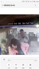 四月八号下午四点四十五本人一个黑色包和一个白色外套遗失在南阳到缅甸华纳国际的大巴车上,通过监控查到被邻坐的一