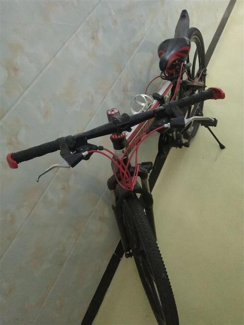 自行車9成新,低價出售,有意者請聯系。