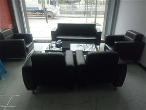 办公真皮沙发全套黑色八成新可单卖 因店面装修超低价急转买来是一万多 现整套2000转 茶几另算