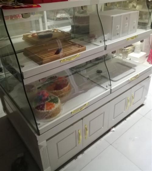 个人原因现无暇顾及店铺生意,将店内设备出售转让,蛋糕中岛柜8成新,还有其他设备,需要的联系
