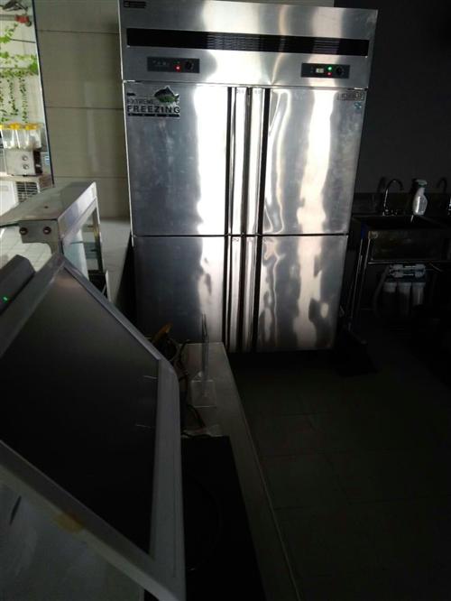 现有全新冰箱一台 买来用一个月左右 无任何损坏 有保修期卡 随时可用  外加厨房操作台三个放在厨房干...