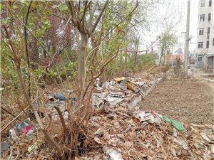 玉田�_�l�^的居民生活在垃圾堆