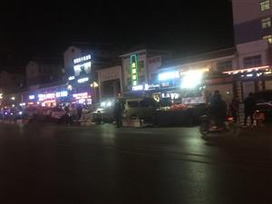 开发区万隆超市附近马路市场