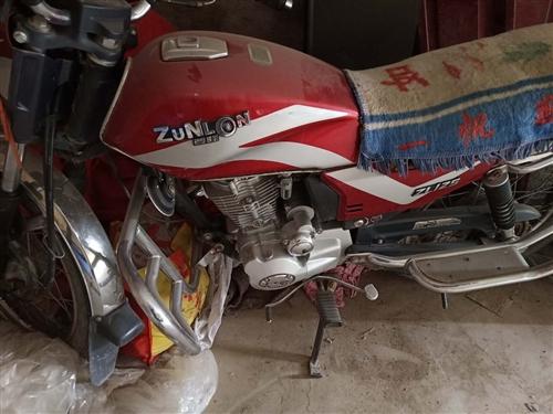宗隆125摩托车七成新,地址:金皇冠酒店斜对面,淮海车辆专卖店