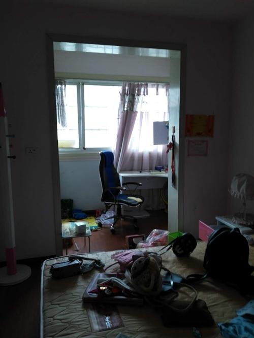 紫江花园3室2厅一厨一卫一洗澡间、一阳台130平精装修家电齐全拎包入住年租14800