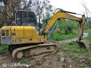 因本人另有发展,将60小型挖机亏本出售,挖机现在松桃工地,性能及其它无任何问题,可约看具体实物及实际...