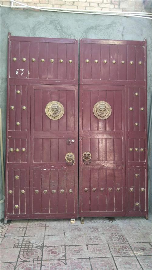 旧铁大门处理,白菜价。宽2.05mX高2.63m 有想要的电联17789196328,门在合阳县城...