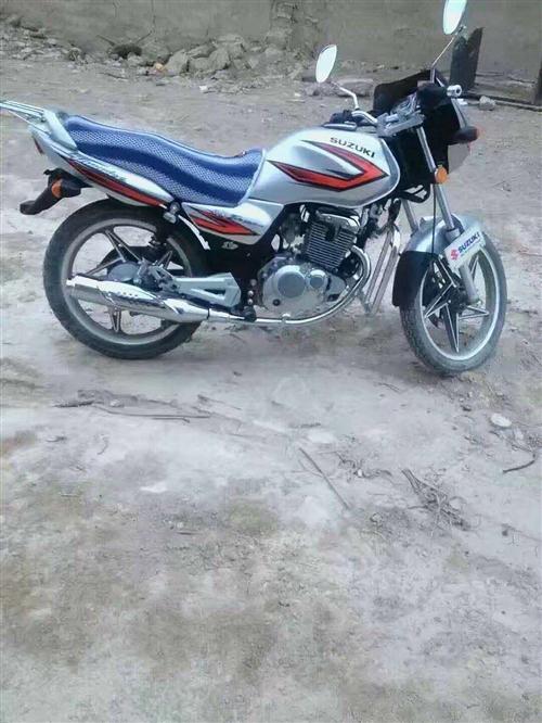 鈴木125摩托車