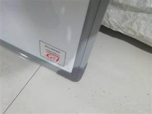 白板1.5米*1米。2块,全新贴膜还在,质量不好不要钱。自用没用上。