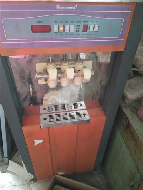 出售冰淇淋机一台,八成新制冷效果好。15137802492