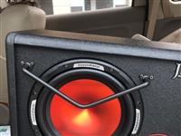 10寸低音炮 全新未使用 车主换了更好的 故出售这个  不安装价格 650 安装加工时50 。