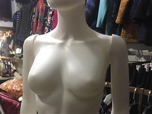 有男女模特各一个,九成新,还有两个女装裤模,镜子等