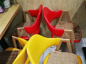 奶茶店整套桌椅九成新2套,就用了4 ��月,�A桌椅2套白菜�r,喜�g的微我