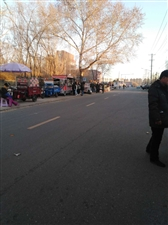 6188彩票app师专附近成集市了!都是小吃车!