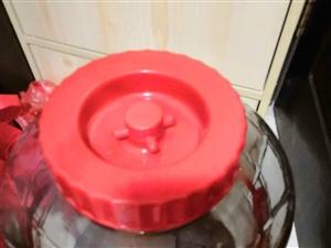 �酒用的玻璃桶40斤的,也可以做�e用,低�r出,一��25元,���40元,城�然蚋浇�的可以考�]送�到小�^...