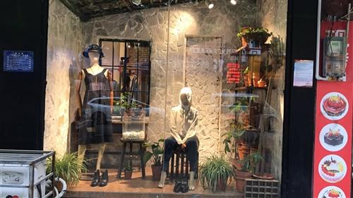 因换品牌,服装店陈列货架,收银台,镜子,流水台模特处理,有意者联系