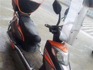 两轮摩托车,大码力,充一次电可跑?#35805;?#20116;十公里,有八层新,价钱可以面谈