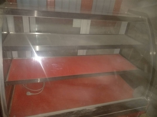 出售9成新保鲜展示柜和凉皮玻璃柜  可随时看价格面议