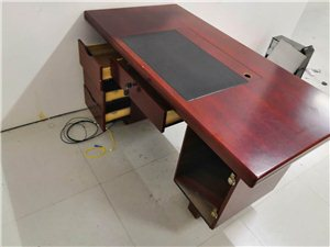用了10个月的电脑桌。。。公司?#21442;?#32622;,这个用不上了,新买的时候360
