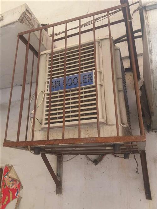出售飯店用品 冷風機  各種冰柜展示柜還有桌椅板凳