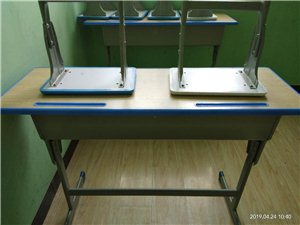 出售:本人有闲置辅导班用单人桌椅、双人桌椅、?#35013;濉?#30005;脑书桌处理,有需要的电话联系,非诚勿扰。联系电话...